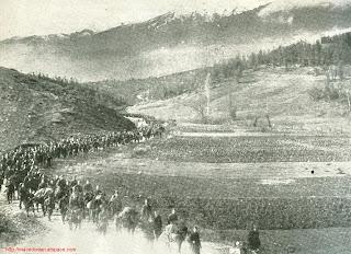 Единици на Н.О.В. маршираат кон Тетово