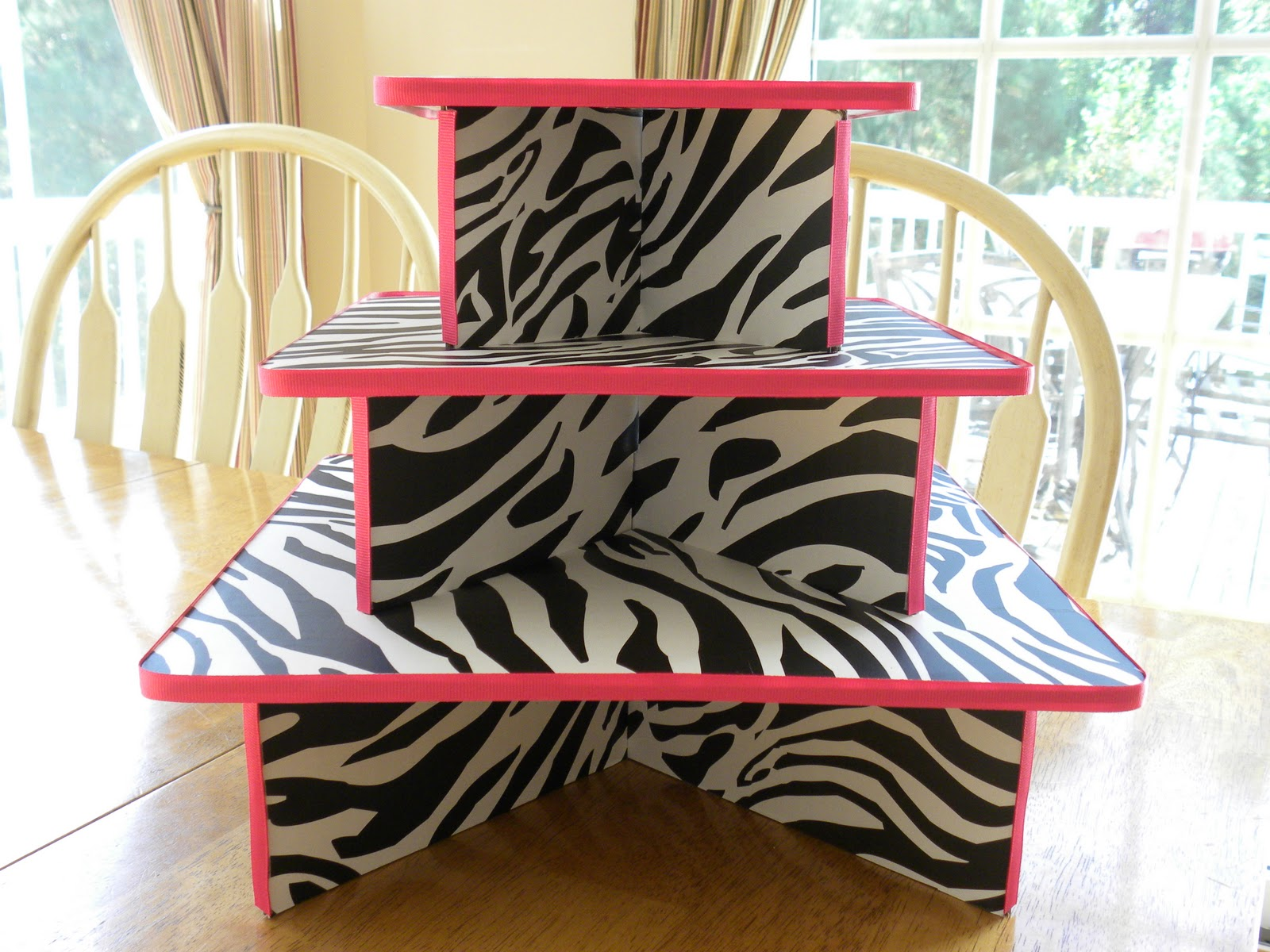 Zebra print cupcakes on pinterest zebra cupcakes cheer for Animal print party decoration ideas