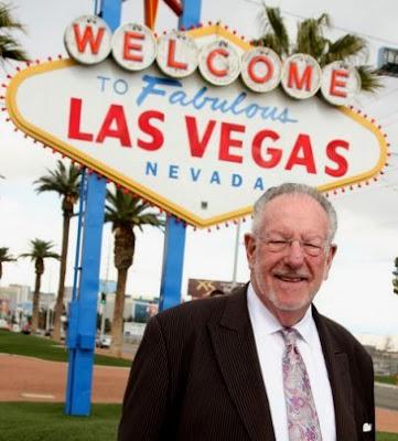 vegas sign. Las Vegas Mayor Oscar Goodman