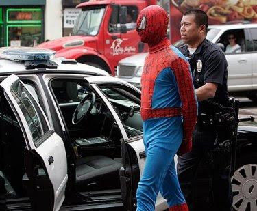 http://1.bp.blogspot.com/_O0h61kl5hik/SxIiI_BhgUI/AAAAAAAACGc/BDFzJ9CGebk/s400/spider-man-arrest.jpg