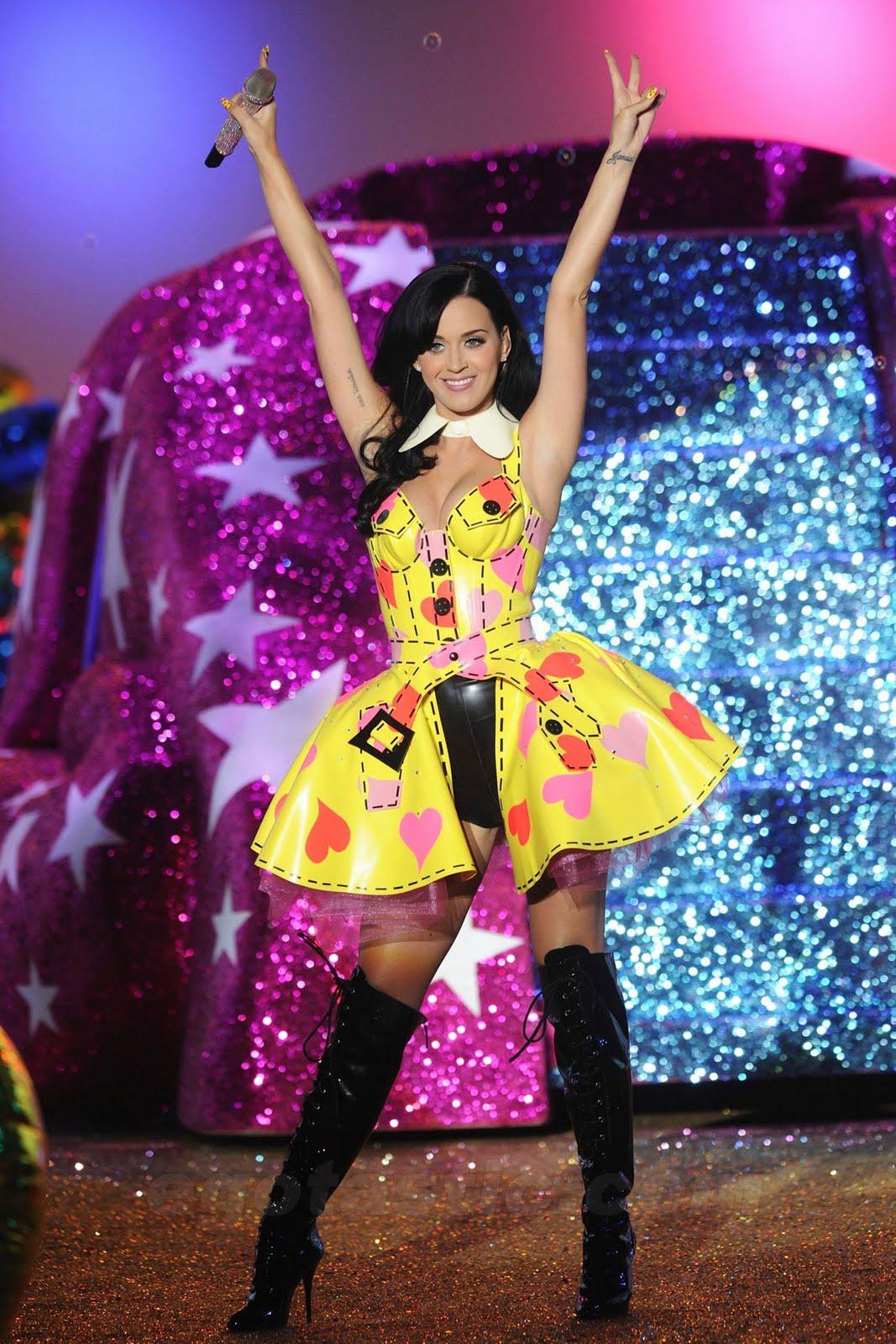 http://1.bp.blogspot.com/_O0zeIx3VKs4/TSrS_Wrzm5I/AAAAAAAAA7k/SpazAuEDyNs/s1600/katy-perry-2010-victorias-secret-fashion-show-03.jpg