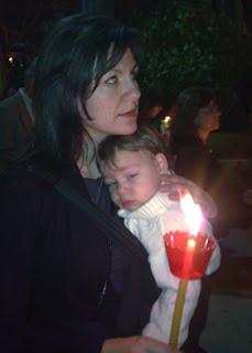 Και όταν το μωράκι μου νύσταξε, κοιμήθηκε άνετα στην αγκαλιά μου. Ο μάρσιππος αγκαλιάς που χρησιμοποιούμε είναι mei tai.