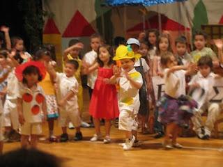 Το παιδί μου ντυμένο λεμονάκι στη σχολική γιορτή!