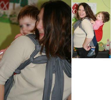 Έγκυος μαμά με το μωρό της σε μάρσιπο mei tai φορεμένο στην πλάτη σαν onbu