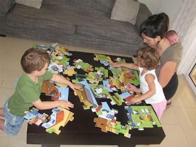 Πώς φτιάχνουμε παζλ με τα παιδιά και το μωρό στο μάρσιπο!