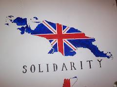 Gambar Peta West Papua dan Papua New Guinea berlatar belakang Bendera Inggris