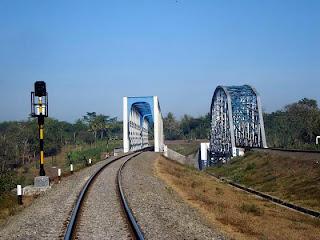 progo1 Hanya Ada 2 Jembatan Sejenis Jembatan KA Sungai Progo di Dunia