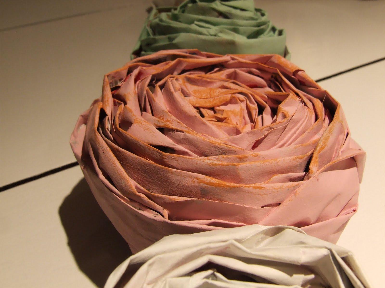 Как плести цветы, розы из газет своими руками 84