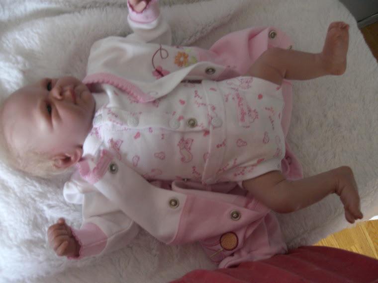 Tayla  17 ''   3 lbs, né le 18 avril 2009