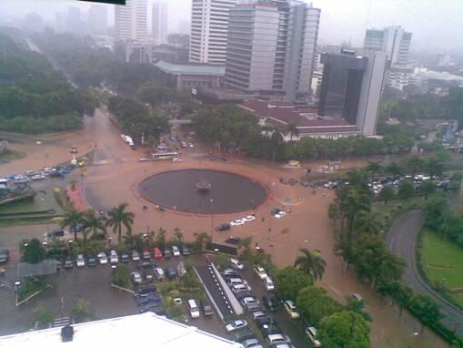Foto Gambar Dan Video Banjir Jakarta 2013 Terbaru www.hardika.com