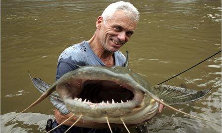 Ikan Lele Hajar Manusia