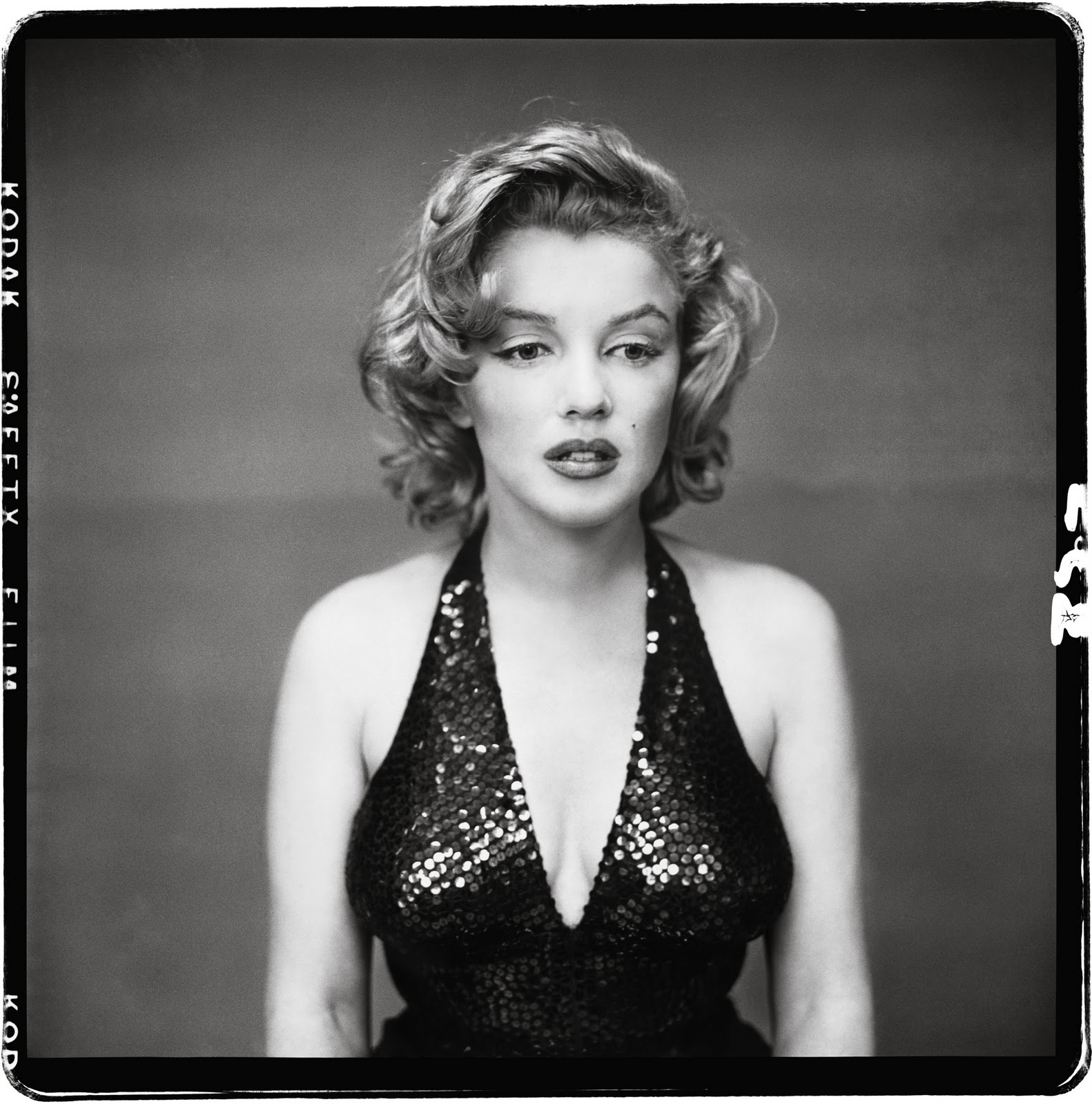 http://1.bp.blogspot.com/_OAh4Xl94vrU/TKNL3AUbIiI/AAAAAAAAYGI/fz10q3sjXiI/s1600/Marilyn+Monroe,+actor,+New+York,+May+6,+1957.jpg