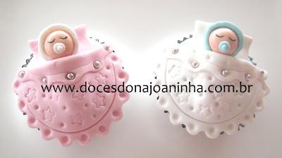 Cupcake decorado com bebezinho na coberta