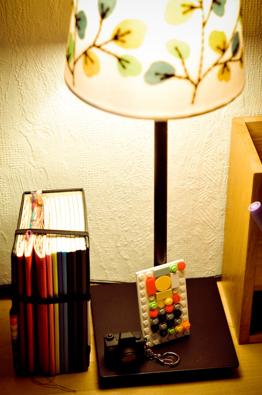 http://1.bp.blogspot.com/_OCyuVnCVWW4/S-0EeP9O8YI/AAAAAAAALuY/i0MAm7KbGuM/s1600/LR+desk+scene.jpg