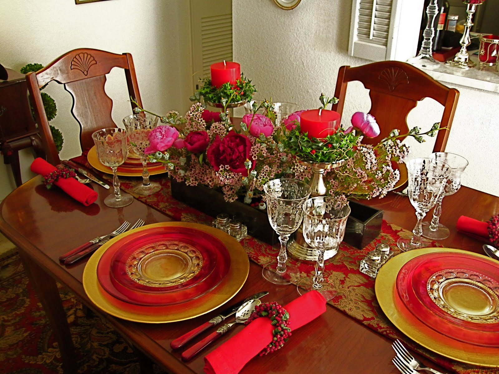 Ikebana in Desert: Christmas dinner table setting