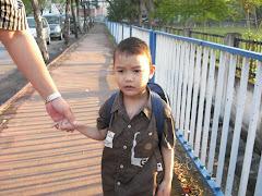 Hari Pertama ke Sekolah