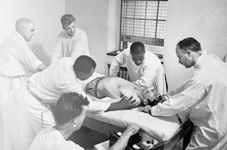טיפול חשמלי בחולה נפש ארצות הברית 1949
