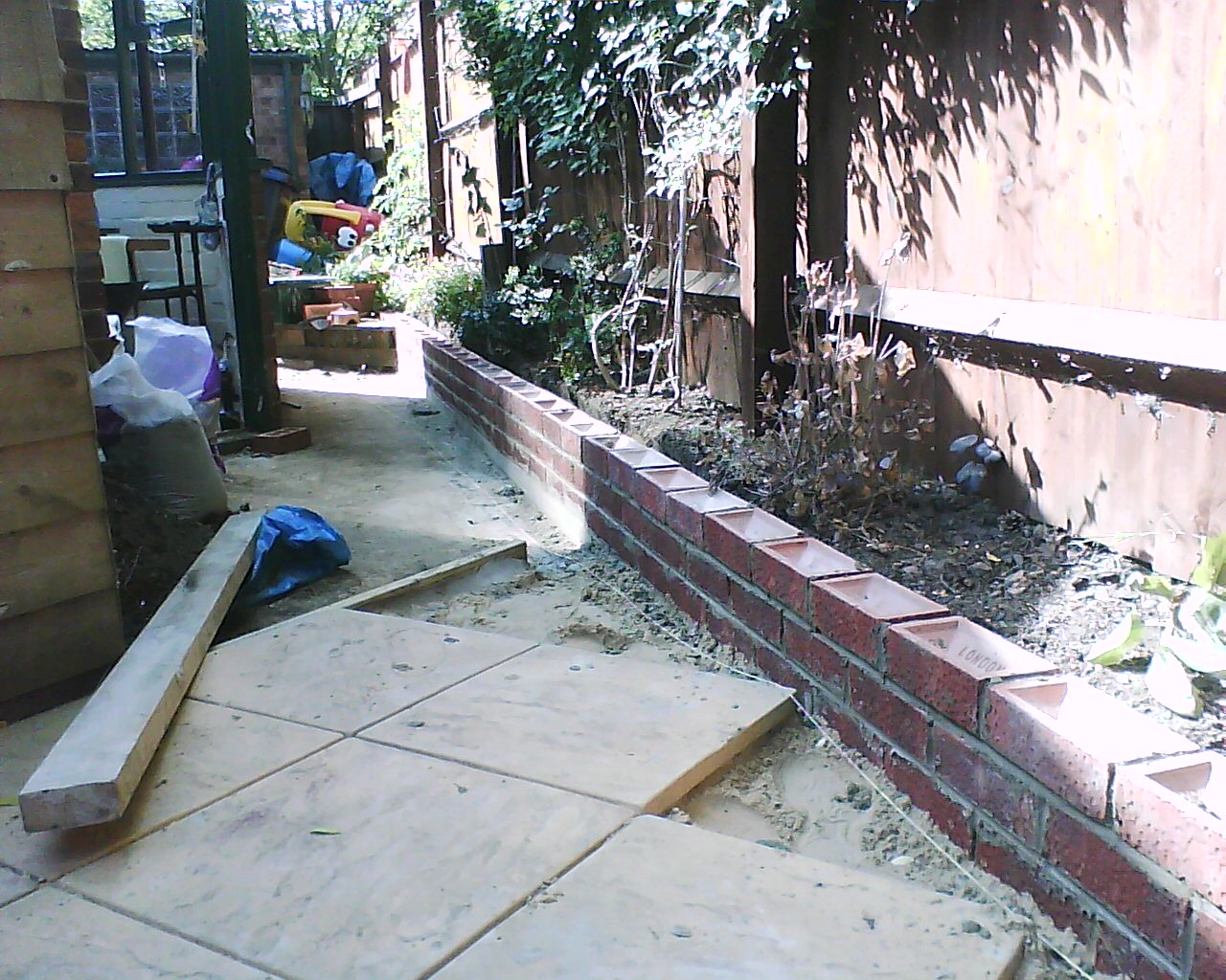 Bespoke home solutions how to build a brick wall part 3 - How to build a cheap house handy solutions ...