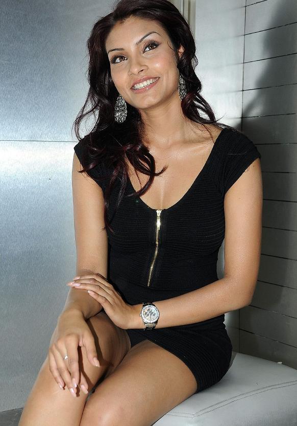 THATS HOT ACTRESS: Hot Dubai Model Rehana Showing Her Sexy