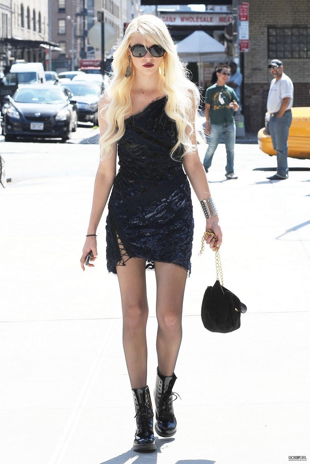 http://1.bp.blogspot.com/_OIqlqx6lpJI/TOU6VTrbxZI/AAAAAAAAACE/Z-8szj-GDVU/s1600/Gossip-Girl-Season-4-jenny-humphrey-15166303-1707-2560.jpg
