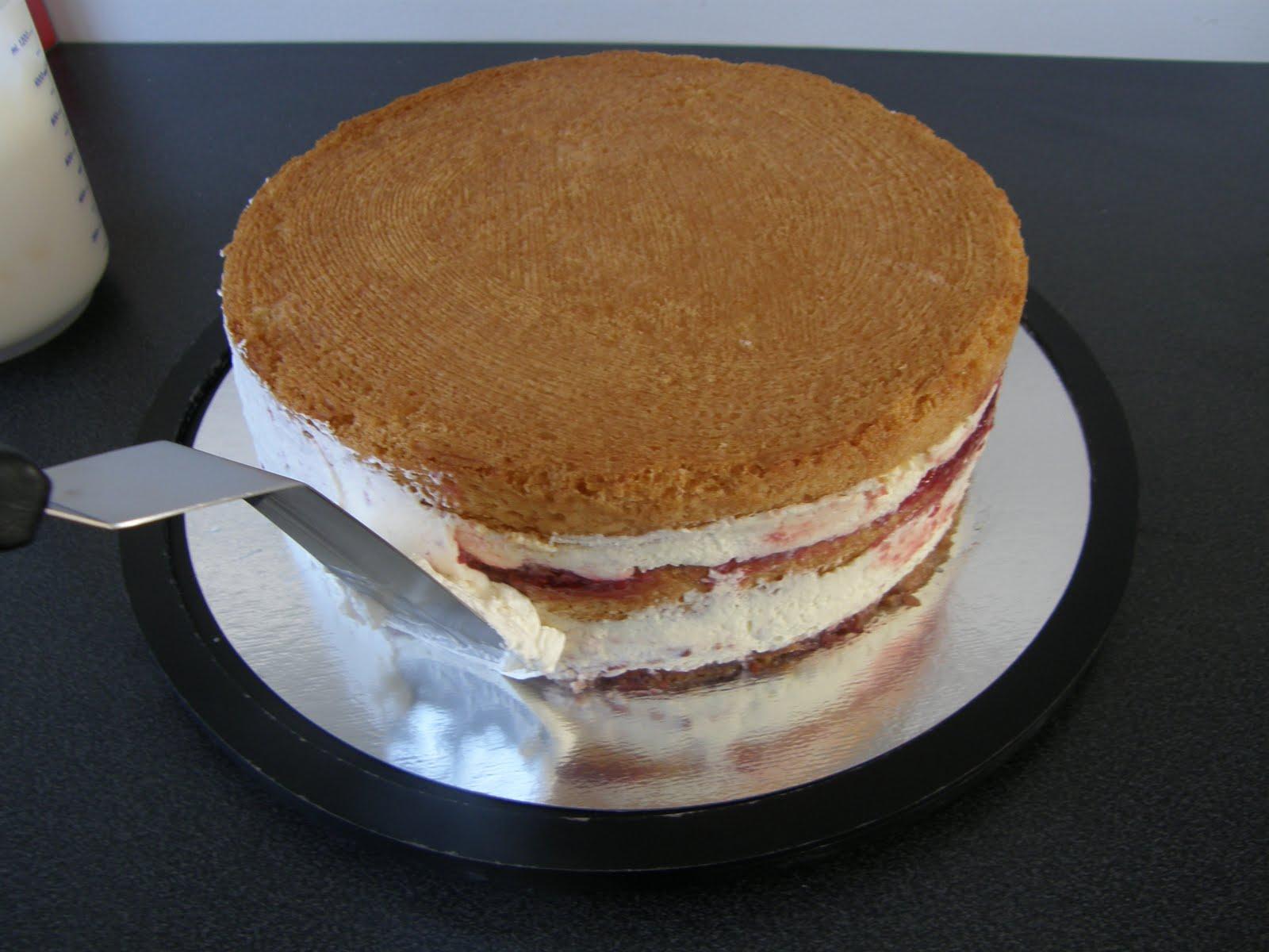 täcka tårta med grädde