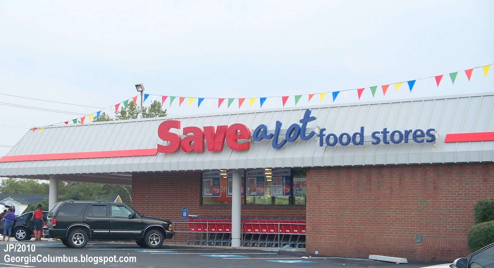 At Save-A-Lot, we know hard discount grocery. We make grocery shopping on a budget possible by offering you savings up to 40%. We're proud to offer you fresh cut meat in-store every day, quality fresh fruit and vegetables, and exciting, exclusive brands at everyday low prices.