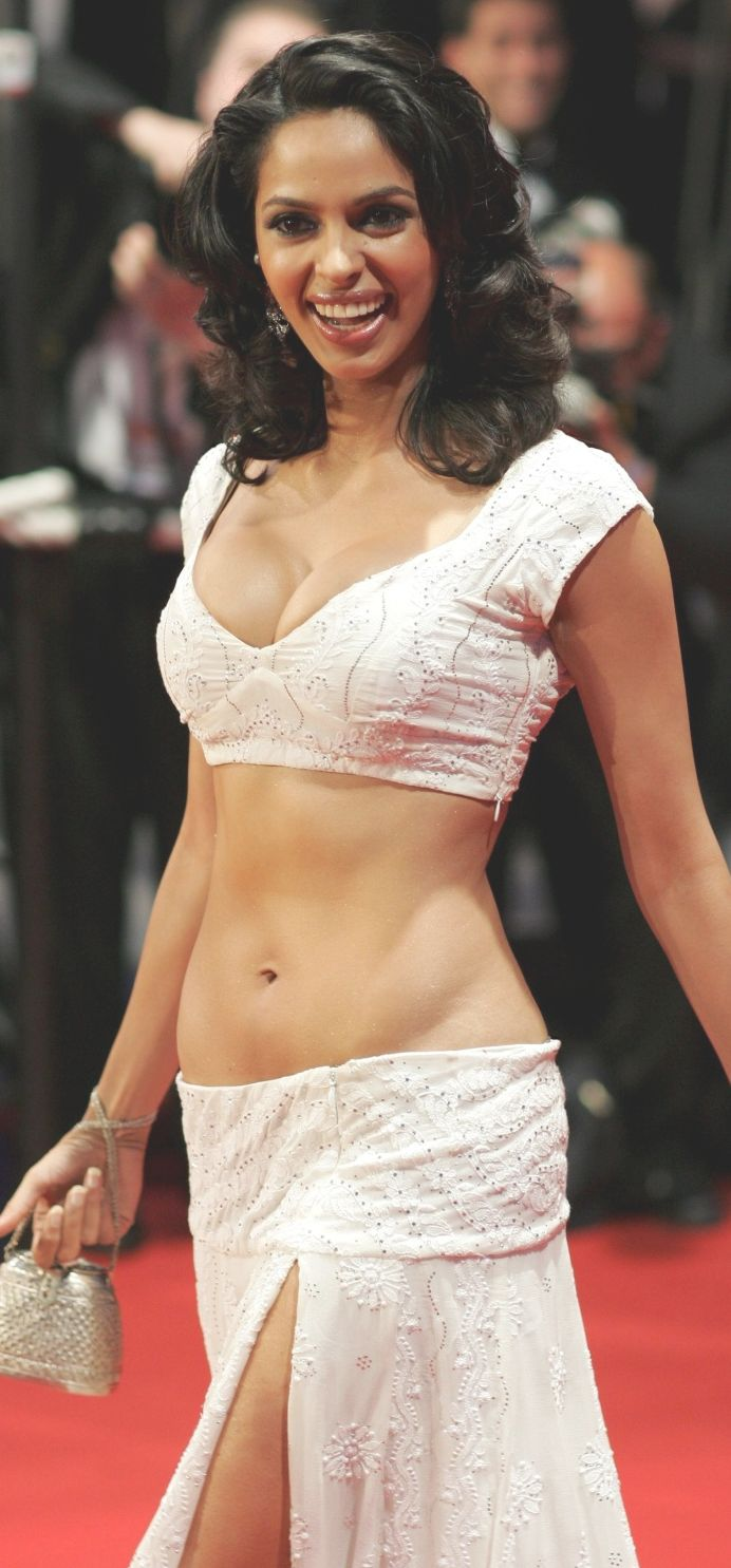 Mallika Sherawat Sexy Cleavage Boob And Navel Show