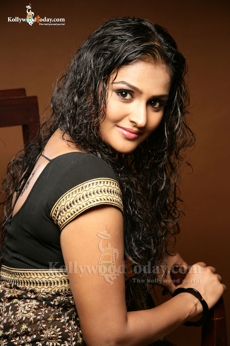 Does Remya nambeshan naked pic