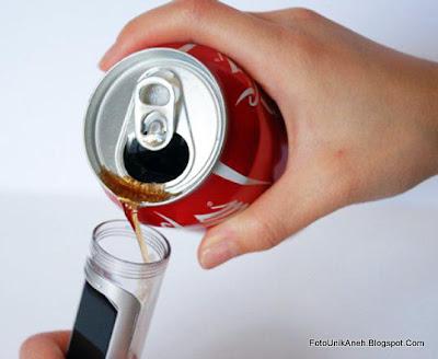 Mengisi Baterai Ponsel Dengan Minuman Ringan