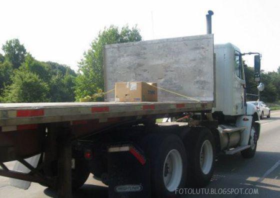Bawa dus kecil pakai truk kontainer, boros BBM?