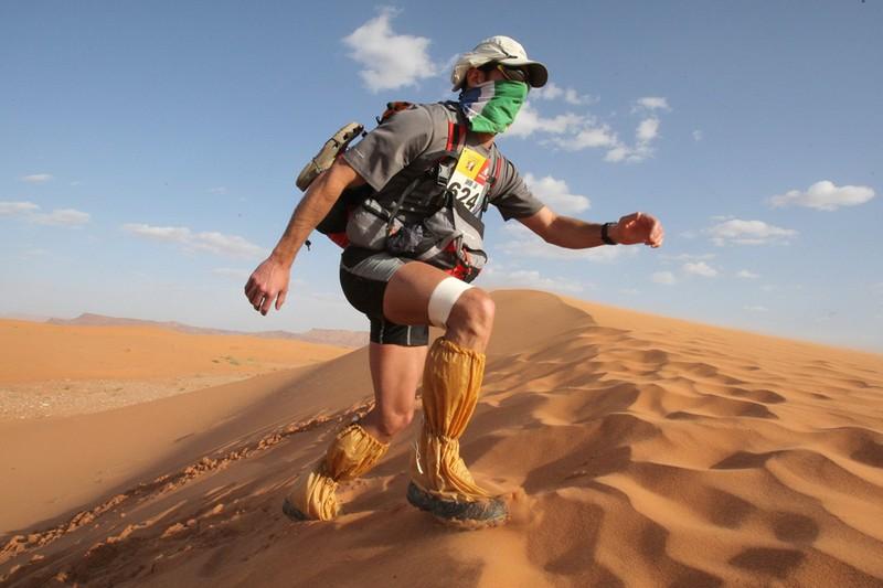 Berlari Maraton Di Tengah Gurun Pasir Yang Ekstrim