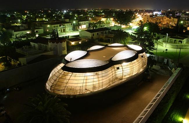 Rumah Mewah Bergaya Futuristik Di Malam Hari Makin Keren