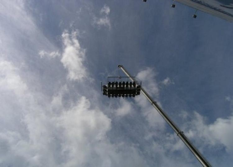 Digantung Derek Di Ketinggian 50 meter