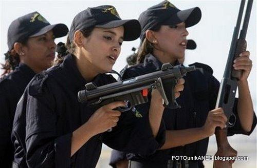 Siapa Mau Diserbu Oleh Wanita-wanita Bersenjata?