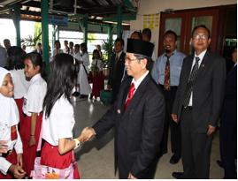 Kunjungan Bpk.Imdaad Hamid,SE Walikota Balikpapan dalam rangka Hardiknas Th.2009 di SD Patra Dharma
