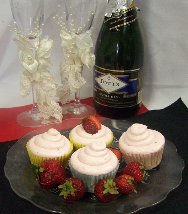 Cupcakes can be a wedding favor AND double as a centerpiece