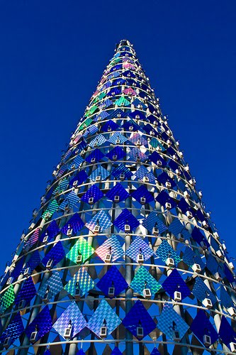 Solar-powered tree. Spain, how did you come to rock the Christmas tree