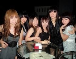 hot hot sisters!!=)