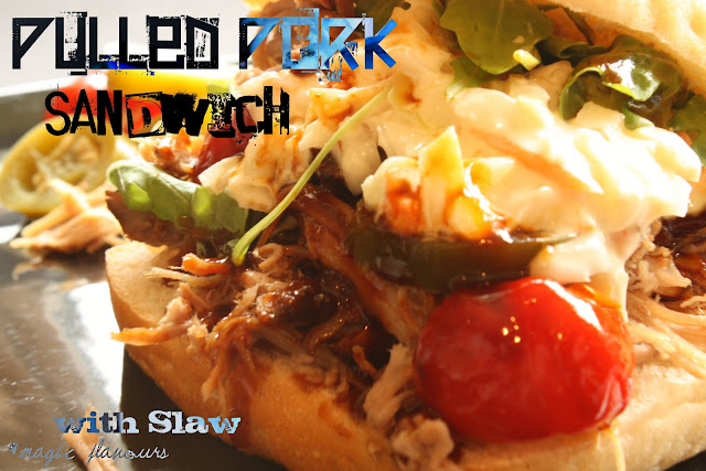 pulled pork sandwich with slaw / sanduiche de pulled pork / sándwich de pulled pork