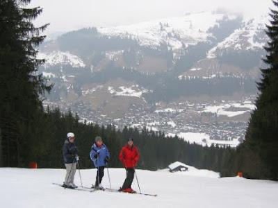 Tourists Skiing @ Auli