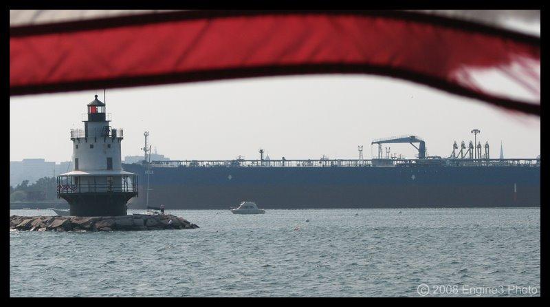 IMAGE: http://1.bp.blogspot.com/_OTkHLONyoXg/SS7AW7x1IhI/AAAAAAAAAGs/pYQNQkUFwKk/s1600/Portland_Harbor_Tanker_Crop_08_03_2007_800.jpg