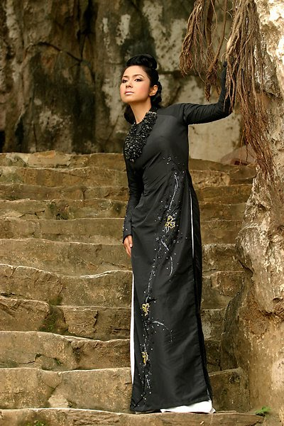 vietnamese model viet trinh in ao dai hot photoshoot