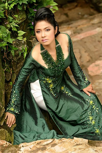 vietnamese model viet trinh in ao dai glamour images