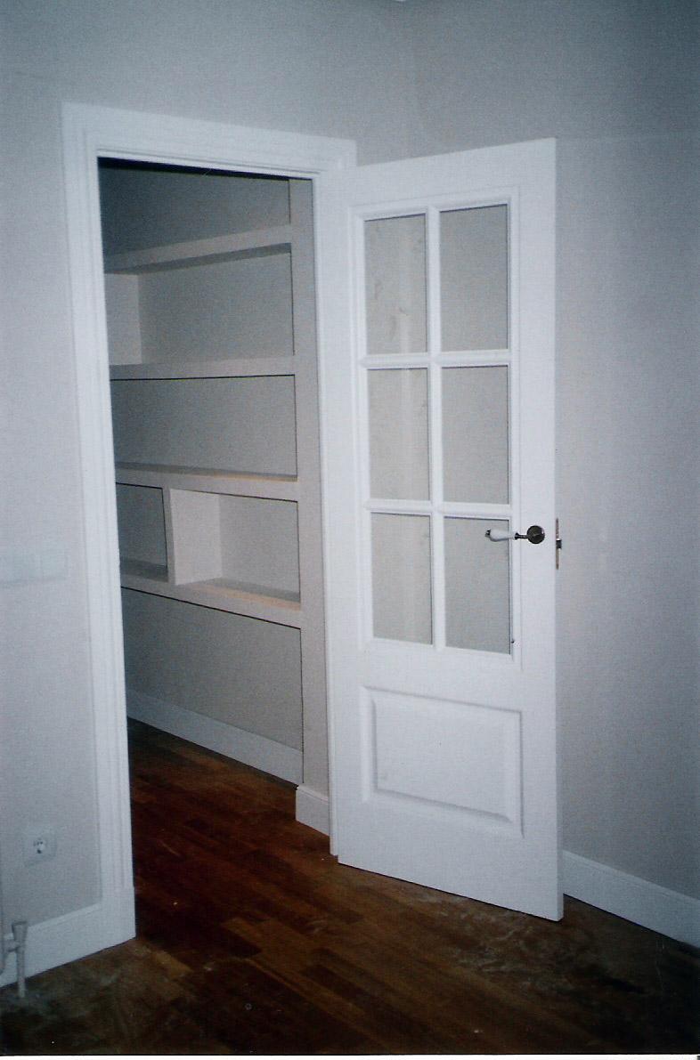 Puertas lacadas en blanco para un chalet muebles cansado - Puertas lacadas en blanco ...