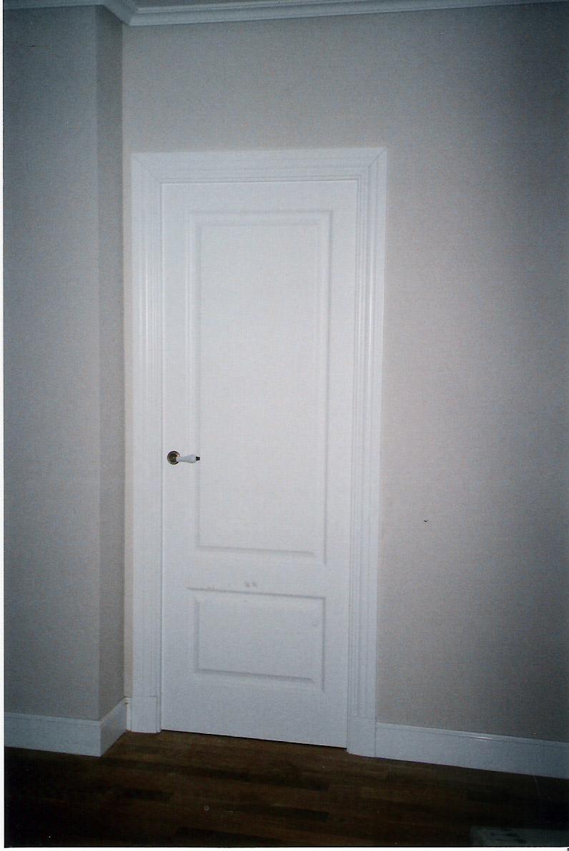 Puertas lacadas en blanco para un chalet - Muebles Cansado (Zaragoza ...