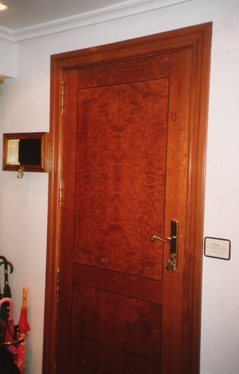 Puerta de entrada de roble  Muebles Cansado (Zaragoza)  Carpintero