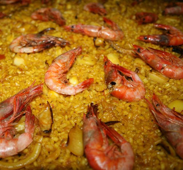 Amarillo azafran paella de pescado - Paella de pescado ...