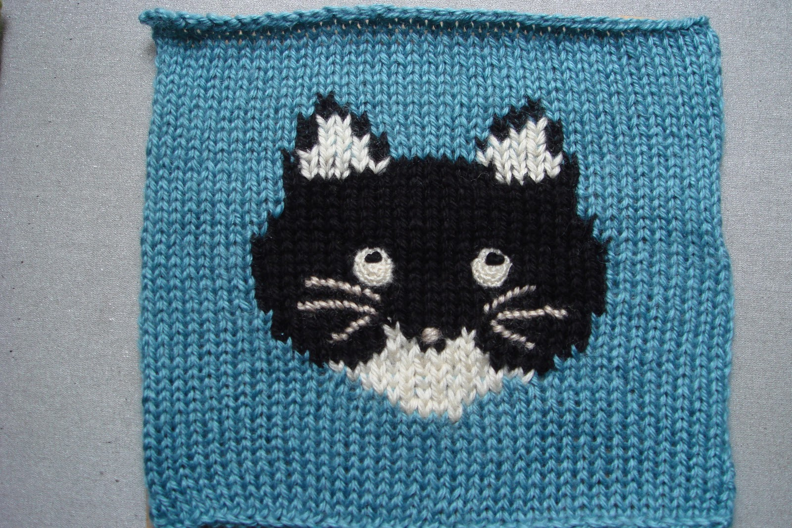Knitting Pattern Cat Blanket : GATARIA: Knitted CAT SQUARES for blanket