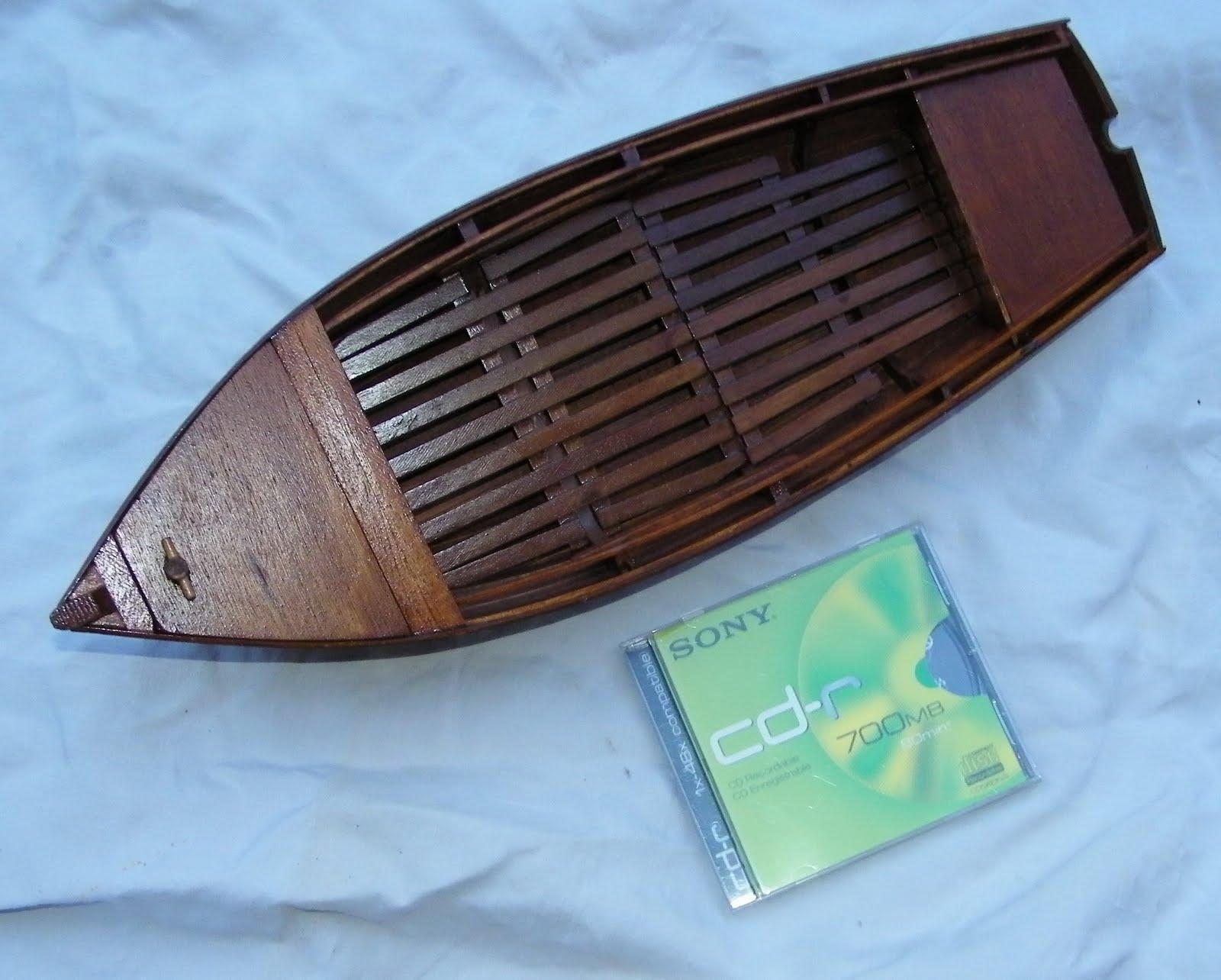 quinze marins sur le bahut du mort maquette canot breton vendu. Black Bedroom Furniture Sets. Home Design Ideas