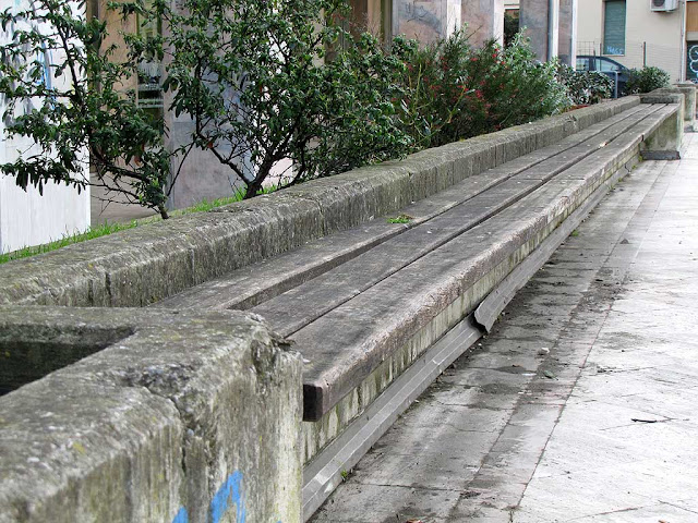 Long bench, Piazza Attias, Livorno